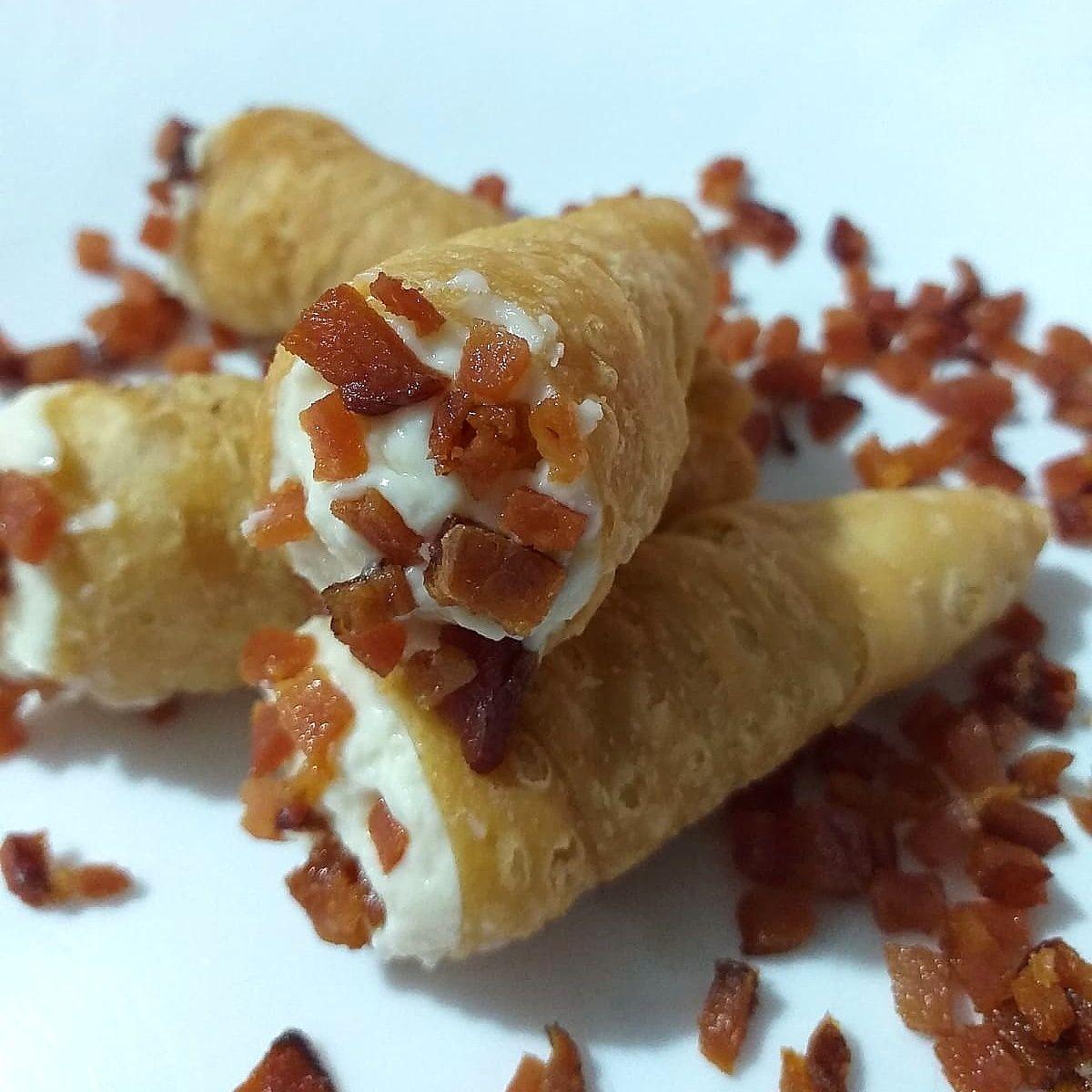 Canudinho de 3 queijos e bacon