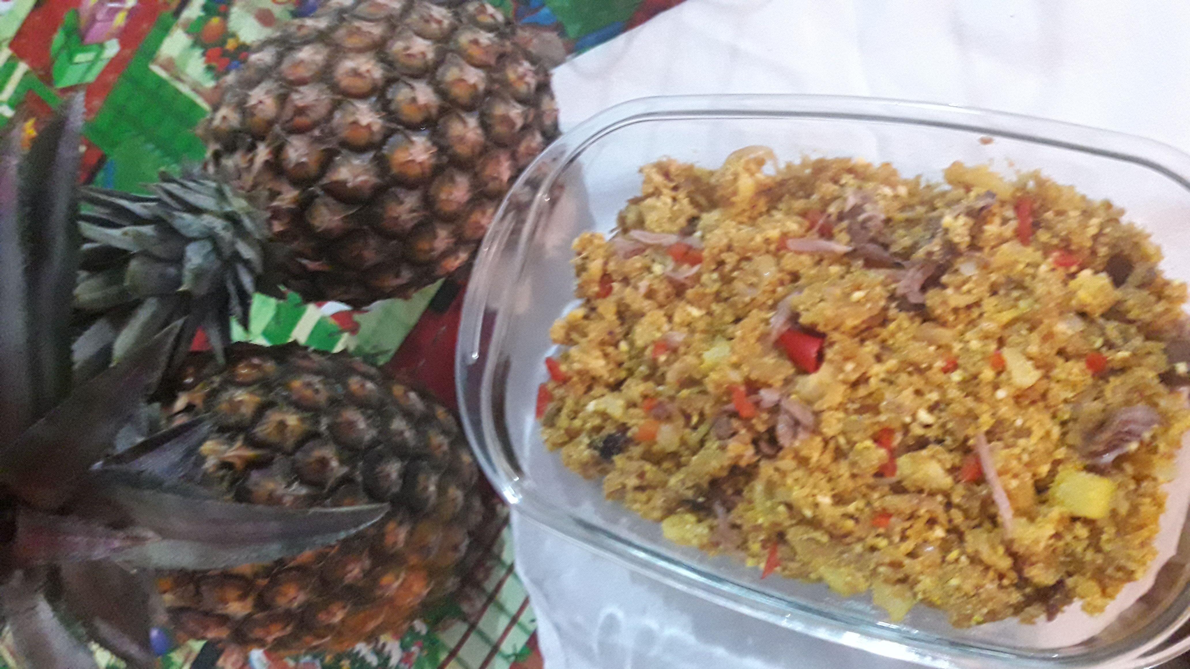 Farofa de pernil com abacaxi