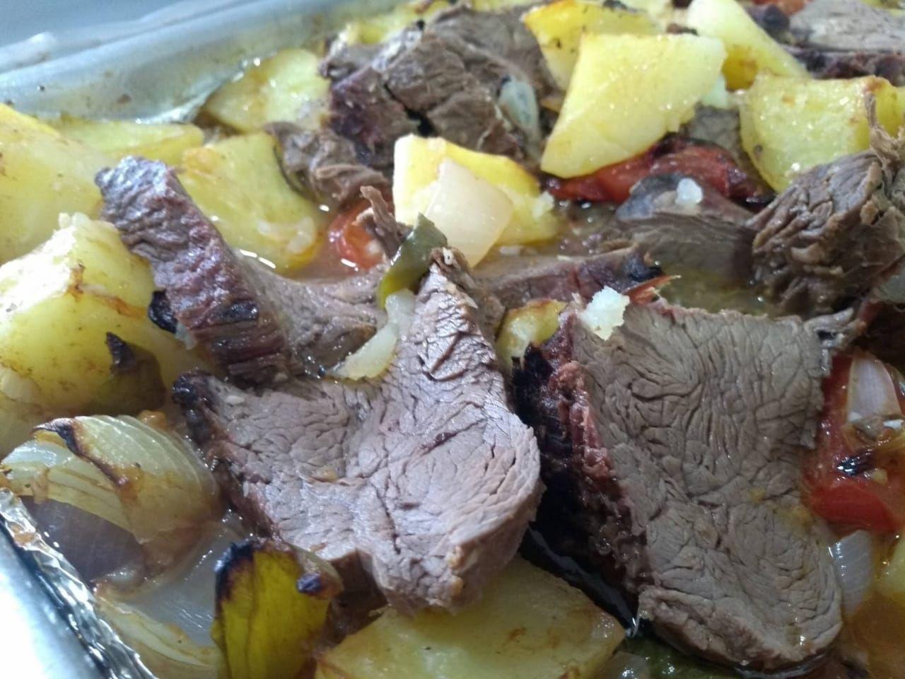 Filé mignon com batatas ao forno
