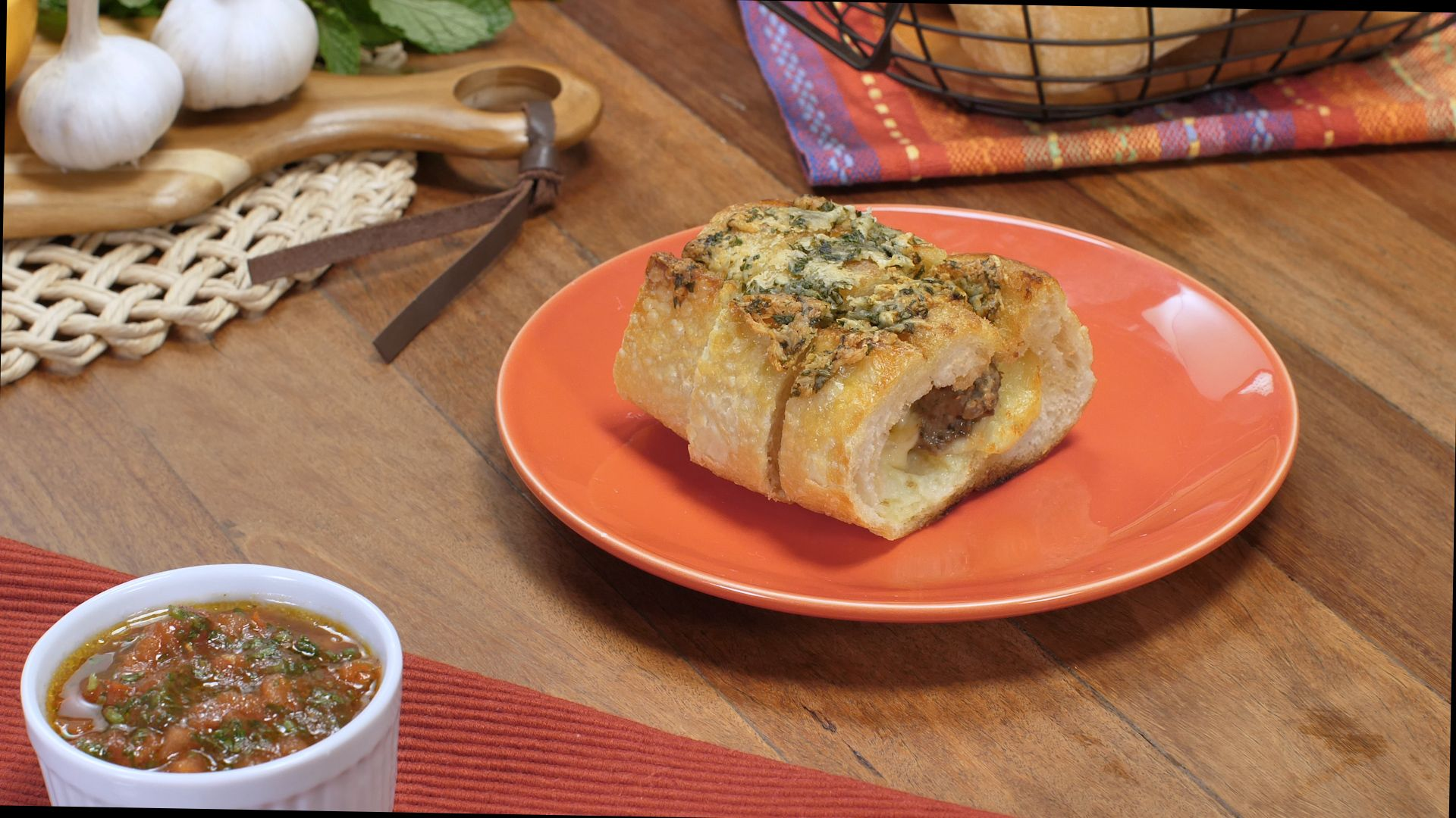 Kafta empanada no pão com queijo