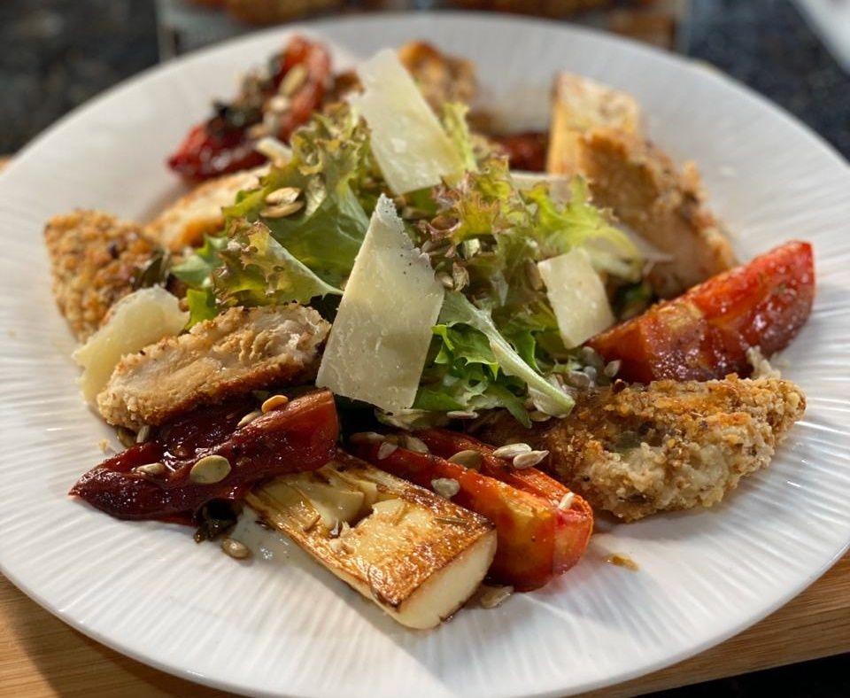 Salada caesar saudável com frango