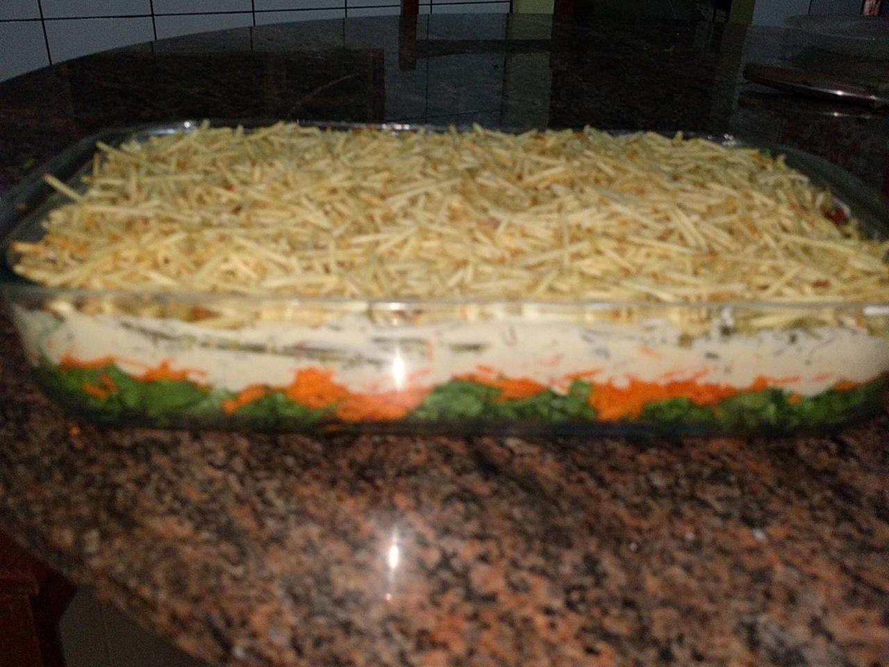 Salada fácil em camadas