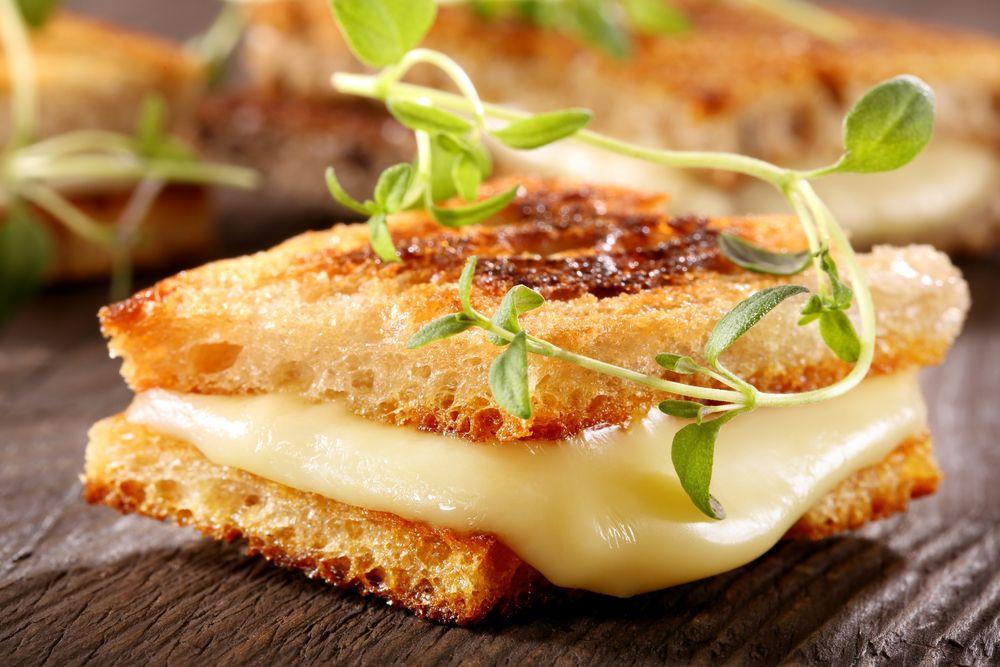 Torrada com queijos
